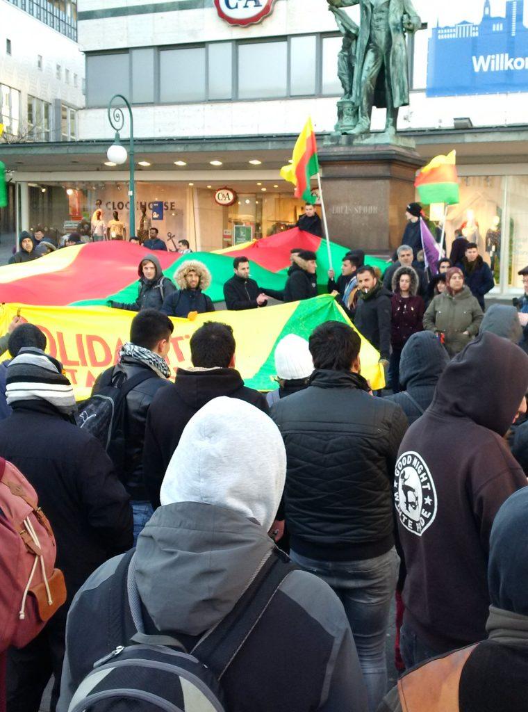 Kundgebung in Solidarität mit Afrin am Opernplatz